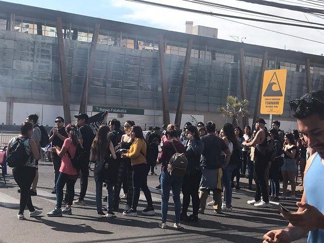 Estallido social en Iquique 5 de noviembre 2019 |Agitado martes en Iquique: desde cierre anticipado de Malls…