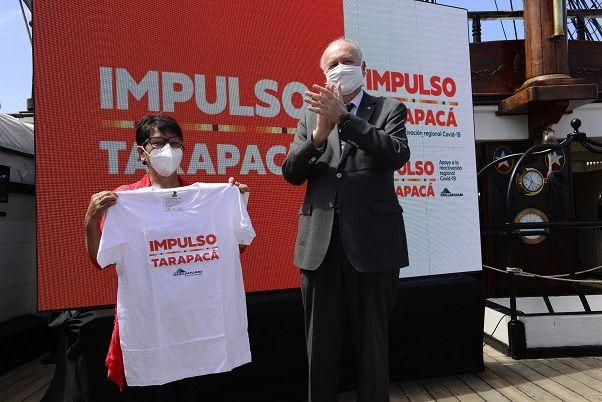 Fotos 2 Grecia Leiva quien postulo a traves de la plataforma de donaciones del Min. Economia recibe apoyo de manos Ministro de Mineria