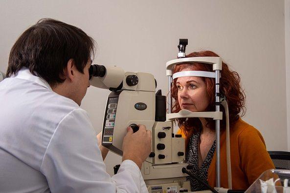 Cirugías oftalmológicas en ascenso en Iquique: aumento de miopía y retiro del segundo 10% explicarían el alza