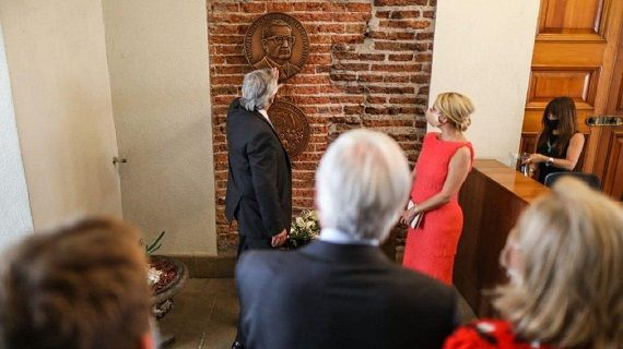 "Presidente Fernández homenajeó al ""Chicho"" Allende en La Moneda"