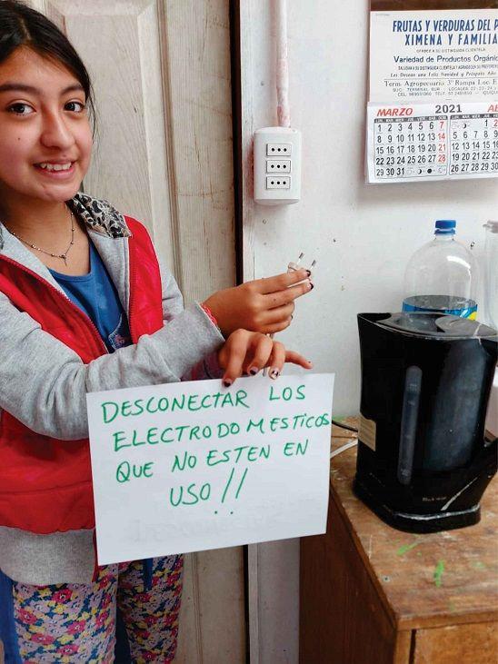 Las participantes tambien delegan responsabilidades a sus hijas e hijos para contribuir en el ahorro de energia