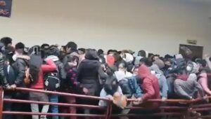 Bolivia | Cedió una baranda en una universidad y murieron al menos siete estudiantes