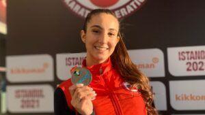 Valentina Toro consigue una importante medalla de plata en Premier League de Karate