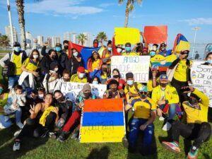 Comunidad colombiana residente en Iquique y Alto Hospicio apoyan movilizaciones contra presidente Iván Duque