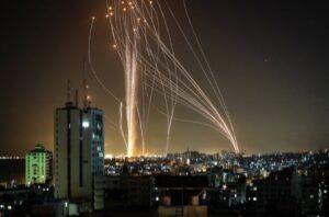 Hamas dispara más de 200 cohetes contra Israel en respuesta a bombardeos en Gaza