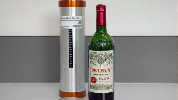Botella de vinito francés añejado en el espacio cuesta casi un millón de dólares (en Peso  chileno, 700 lucas)