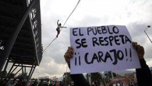 Siguen protestas contra la reforma tributaria en Colombia
