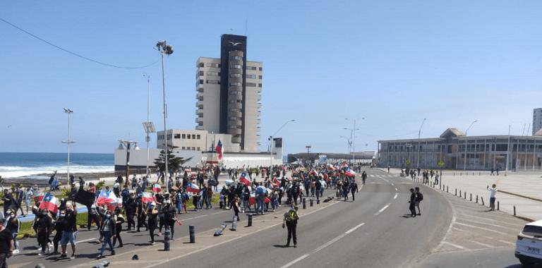 Marcha contra migración ilegal culminó con quema de carpas de extranjeros