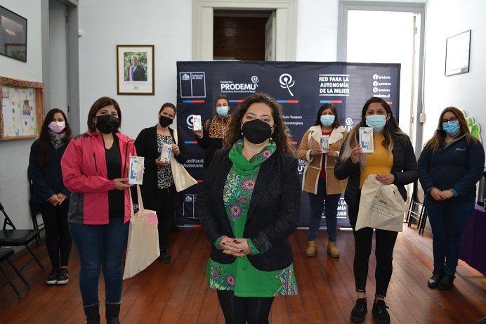 Cien mujeres de Iquique y El Tamarugal dejan atrás el analfabetismo digital